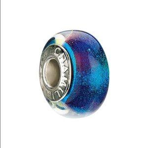 Chamila Iridescent emerald glass bead